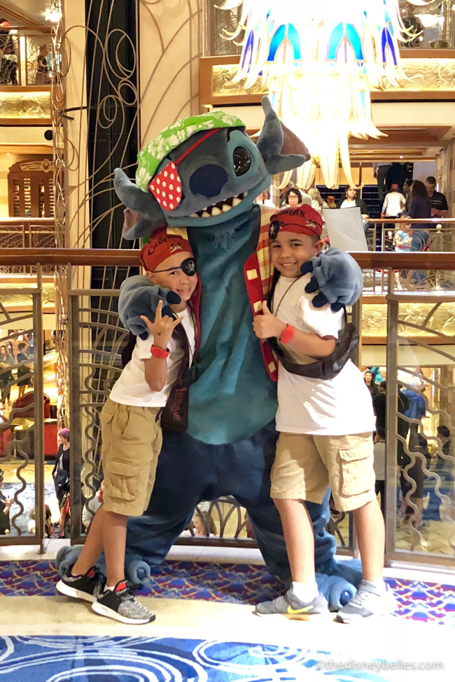 What is #DisneySMMC? An explanation of what the Disney Social Media Moms Celebration is, what the schedule is like and how (possibly) to get invited. #DisneyParks #DisneyMoms