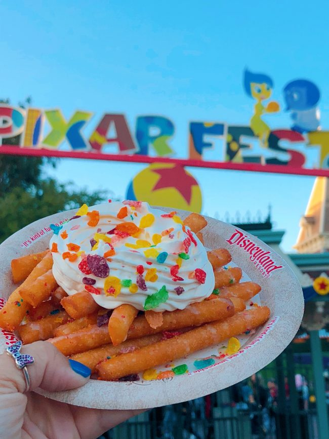 Funnel Cake Fries. Award Weiners, California Adventure | Top 15 Disneyland Pixar Fest Foods #Disneyland #PixarFest